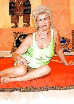 Пожилые женщины ебутся апшеронский ебут