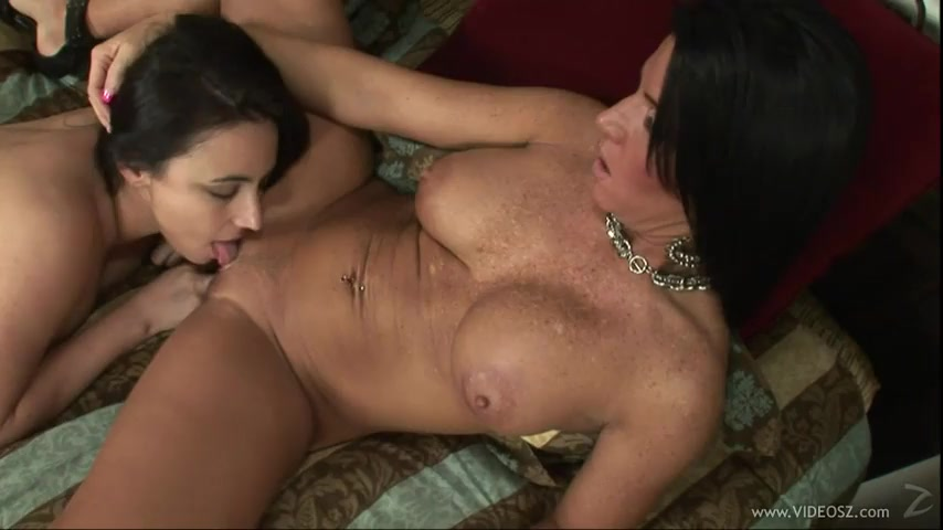 Lesbian Group Pussy Eating