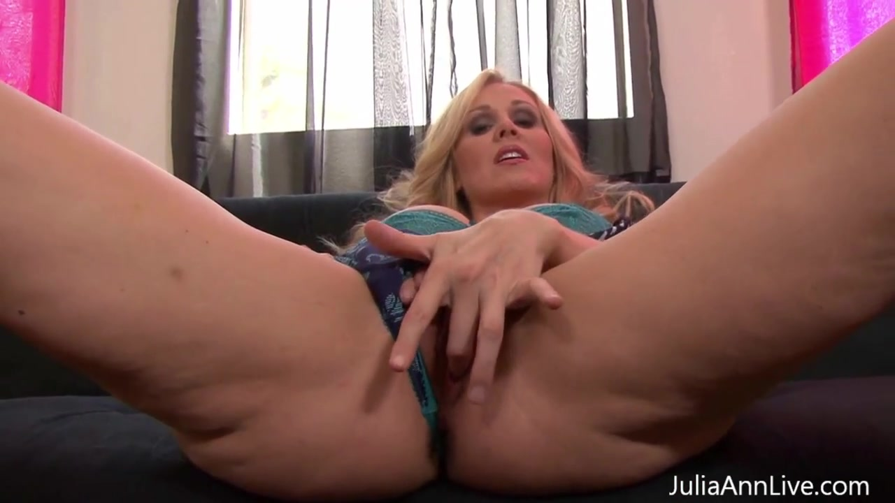 Big Ass White Girls Solo