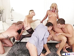 Milf dildo masturbation squirting and sucks cock