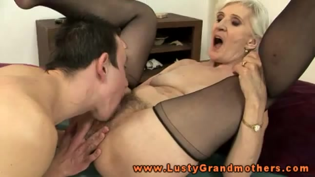 Granny eationg pussy