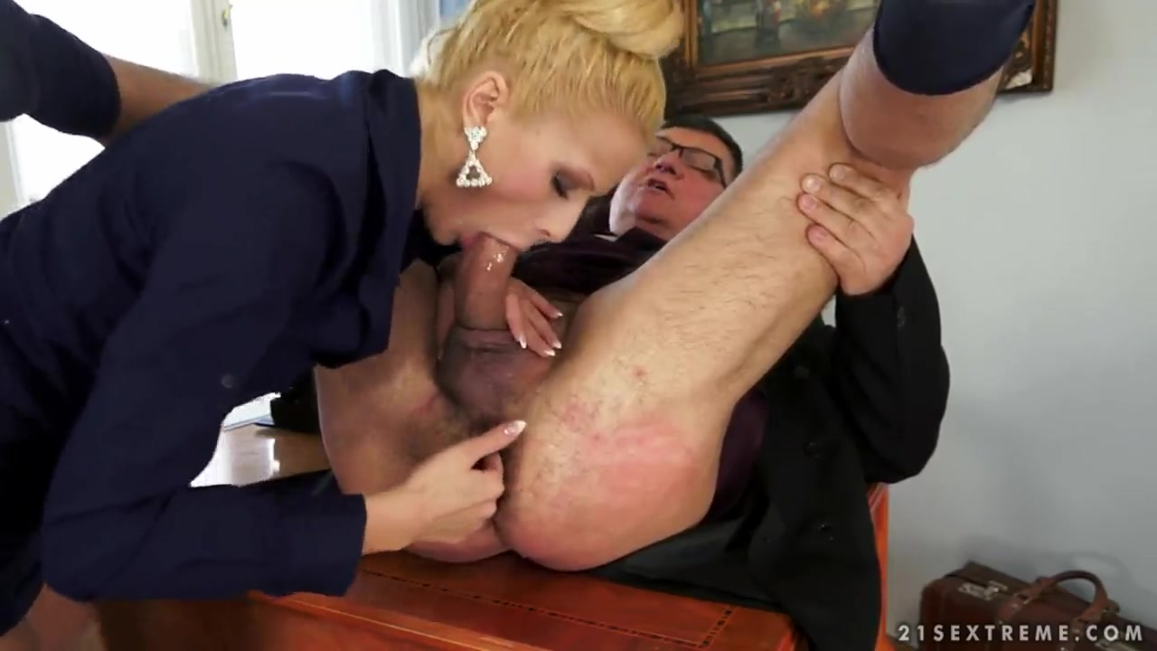 Shaking Ass While Sucking Dick